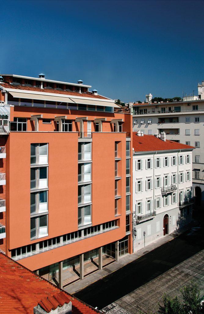 facciata edificio principale